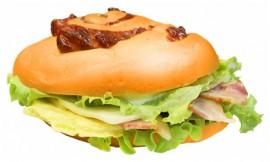 Сэндвич с беконом и амлетом