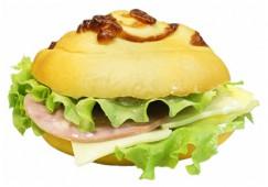 Сэндвич с ветчиной, сыром и амлетом